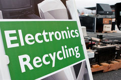 Zeichen markiert Stelle für Elektronik-Abhang an der Wiederverwertung des Ereignisses Stockbild