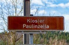 Zeichen mit dem Aufschrift Kloster Paulinzella Stockbilder