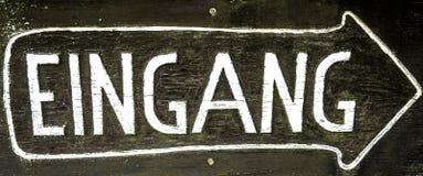 Zeichen mit dem Tippeingang, deutsch lizenzfreie stockfotos