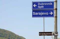 Zeichen nach Sarajevo u. Dubrovnik - Bosnien-Herzegowina lizenzfreie stockbilder