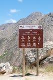 Zeichen nahe der Spitze des Swartberg-Durchlaufs Stockbild