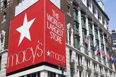 Zeichen von Macy-` s Gemischtwarenladen in Manhattan stockfotos