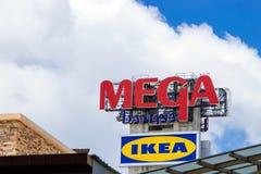 Zeichen von MEGA- BANGNA und von IKEA lizenzfreie stockbilder