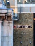 Zeichen von Station Londons Blackfriars Lizenzfreie Stockfotos