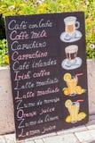Zeichen vor einem Restaurant Stockfotos