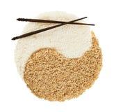 Zeichen Yin Yang gemacht vom Reis Lizenzfreie Stockfotos