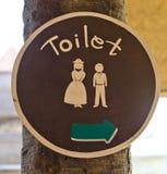 Zeichen zur Toilette Stockfoto