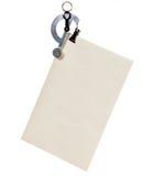 Zeichenskala, die einen Umschlag wiegt Stockbilder