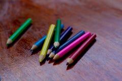 Zeichenstift: ein Bleistift oder ein Stock der farbigen Kreide oder des Wachses, benutzt für drawi Lizenzfreie Stockfotos