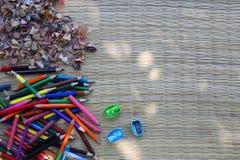 Zeichenstift mit Bleistiftspitzer- und Bleistiftstumpf Stockbilder