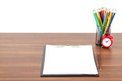 Zeichenstifte in der Bleistiftschale Lizenzfreies Stockbild