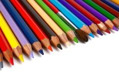 Zeichenstifte farbige Bleistifte und Pinsel für Lacke Stockbilder