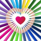 Zeichenstifte mit rotem Herzen Lizenzfreie Stockfotos