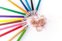 Zeichenstifte mit vielen schönen Farben verfügbar Lizenzfreie Stockfotografie