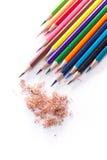 Zeichenstifte mit vielen schönen Farben verfügbar Lizenzfreie Stockfotos
