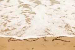 Zeichnen in den Sand Stockfoto