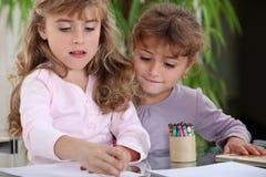 Zeichnen der kleinen Mädchen Stockbilder