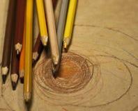 Zeichnen mit farbigen Bleistiften Lizenzfreie Stockbilder