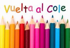 Zeichnen Sie Zeichenstifte mit Text Vuelta-Al Cole - zurück zu Schule in der Spanne an Lizenzfreie Stockfotografie