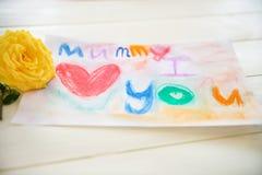 Zeichnen vom Kind für Mama Stockfotografie
