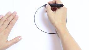 Zeichnung der Frau Handverärgertes emoji mit schwarzer Markierung auf weißem Hintergrund stock footage