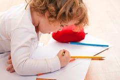 Zeichnung des recht kleinen Mädchens Lizenzfreie Stockbilder