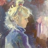 Zeichnung des sch?nen M?dchenkindes, blondes Haar, violette Strickjacke lizenzfreie stockfotos