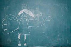 Zeichnung von Engelsprinzessin auf Tafel durch Kind stockbild