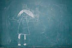 Zeichnung von Prinzessin auf Tafel durch Kind stockbild