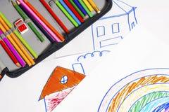 Zeichnungen und farbige Bleistifte Lizenzfreies Stockfoto
