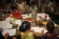 Zeichnungen von Kindern im SHENZHEN Tai Koo Shing Commercial Center Lizenzfreies Stockbild