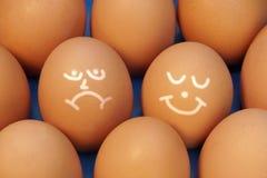 Zeichnungs-Gesichter auf Eiern, XXXL-Hintergrund Lizenzfreie Stockfotos
