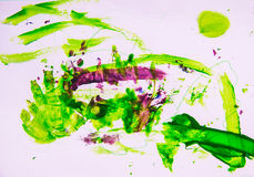 Zeichnungs-Wasserfarbenlacke der Kinder auf einem Papier Lizenzfreie Stockfotos