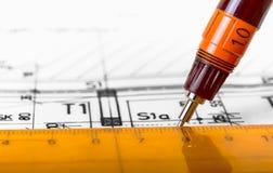 Zeichnungsarchitekt entwirft Plan stockfotografie