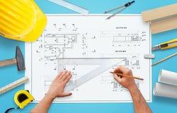 ZeichnungsBauvorhaben Werkzeuge und Ausrüstung vereinbart um den Plan Stockbild
