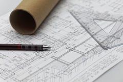 Zeichnungskompaß über einem tiefen blauen Hintergrund Lizenzfreie Stockbilder