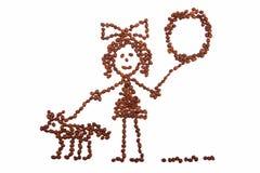 Zeichnungsmädchen des Kindes mit einem Ballon gehend mit einem Hund von den Kaffeebohnen Lizenzfreies Stockbild