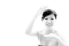 Zeigen der Größenfrau Plan mit emotionalem, sinnlichem Modell Lizenzfreie Stockfotografie