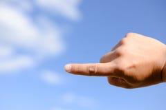 Zeigen der Hand bis zum Himmel Lizenzfreie Stockfotos