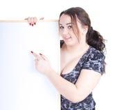 Zeigen des fetten Mädchens mit unbelegtem Zeichen, Anschlagtafel Lizenzfreies Stockbild
