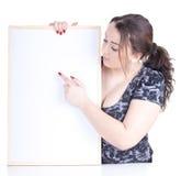 Zeigen des fetten Mädchens mit unbelegtem Zeichen, Anschlagtafel Stockbilder