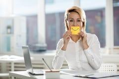 Zeigen des Lächelns stockfotografie
