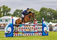 Zeigen Sie das Springen an der landesweiten Show Hanbury, England Lizenzfreie Stockfotografie