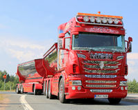 Zeigen Sie LKW Scania R480 großen Leiter in Lempaala, Finnland Lizenzfreies Stockfoto
