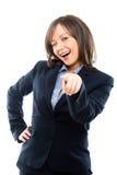 Zeigende und blinzelnde Geschäftsfrau Lizenzfreie Stockfotografie