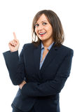 Zeigende und blinzelnde Geschäftsfrau Stockbild