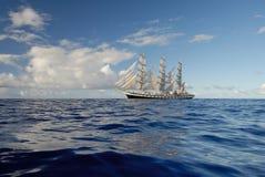 Zeil in de oceaan Royalty-vrije Stock Fotografie