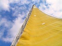 Zeil met wind wordt gevuld die Royalty-vrije Stock Afbeelding