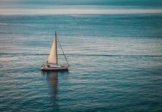 Zeilboot in Adriatische Overzees Stock Afbeeldingen
