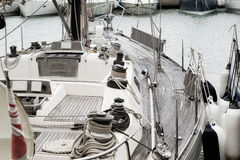 Zeilboot bij de Porotmaso-Jachthaven die in Julian St wordt vastgelegd stock afbeeldingen